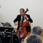 チェロ独奏で慰問演奏
